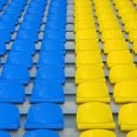 blau und gelb leeren stadion sitzplätze — Stockfoto
