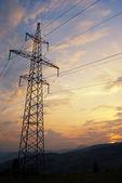 Puesta de sol en las montañas y riel electrificado — Foto de Stock