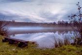 Mist op meer in de avond — Stockfoto