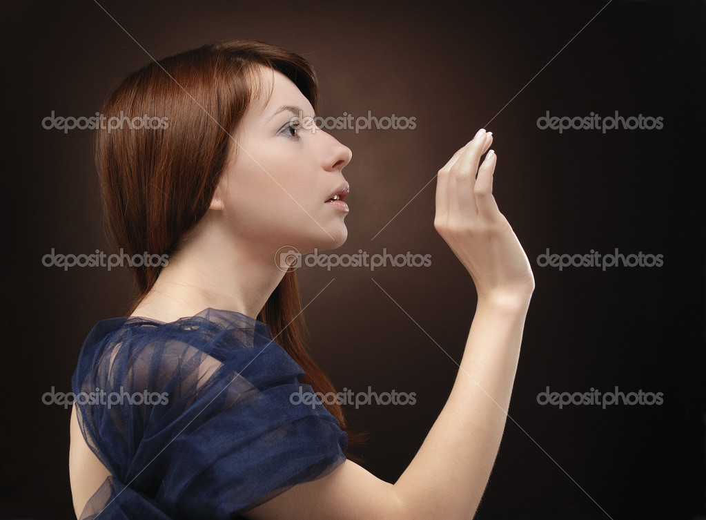 Portrait of young beautiful woman making gesture — Stock Photo #1267682