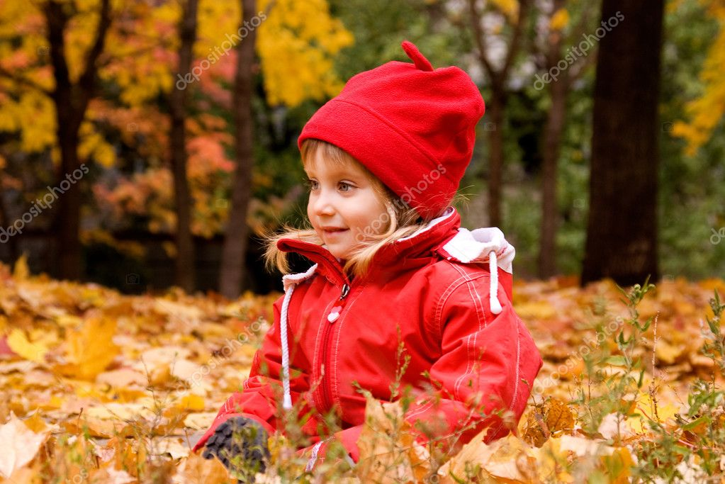 Autumn portrait of cute little caucasian girl  — Stock Photo #1107059