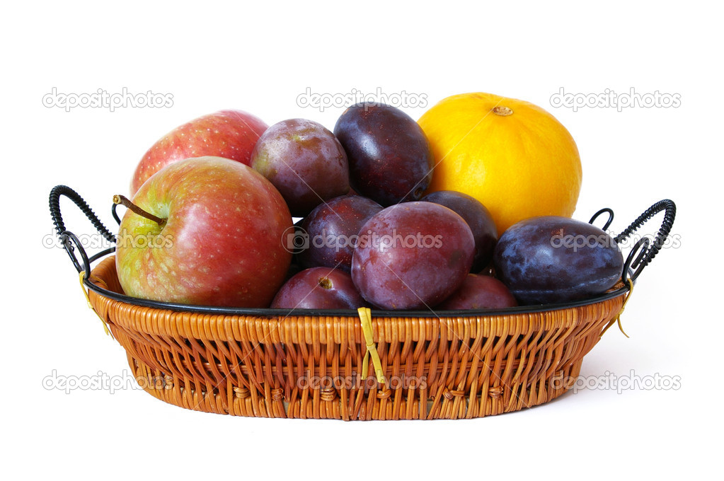 Basket of fruits isolated on a white background — Foto Stock #1107217