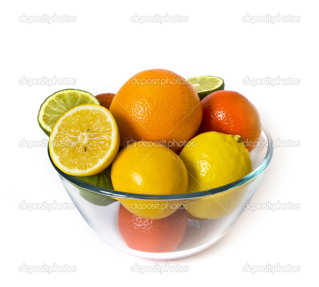 Bowl of citrus fruits on white background — Stock Photo #1109037
