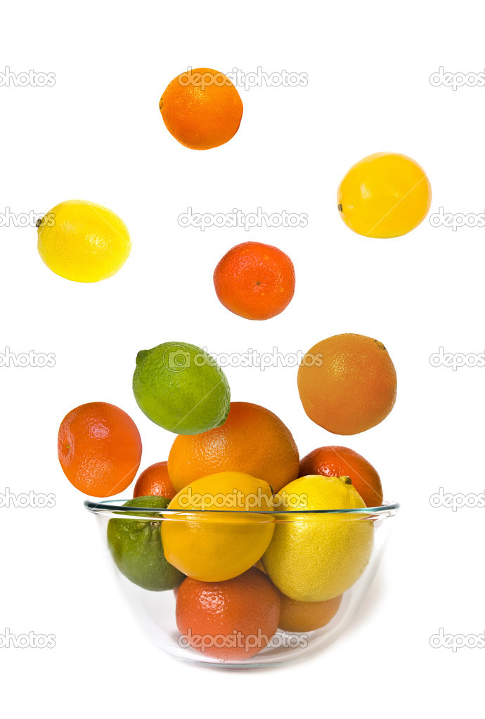 Bowl of citrus fruits on white background — Stock Photo #1109141
