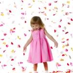 Ctue kleines Mädchen einen Schleier — Stockfoto #1110023