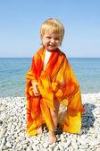 Little girl on seacoast — Stock Photo