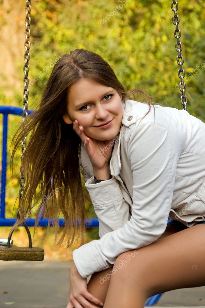 Portrait of a beautiful smiling  young woman on the swing — Stock Photo #1112657
