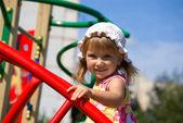 Sevimli küçük kız oyun — Stok fotoğraf