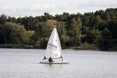 Sailboat on the forest lake — Foto Stock