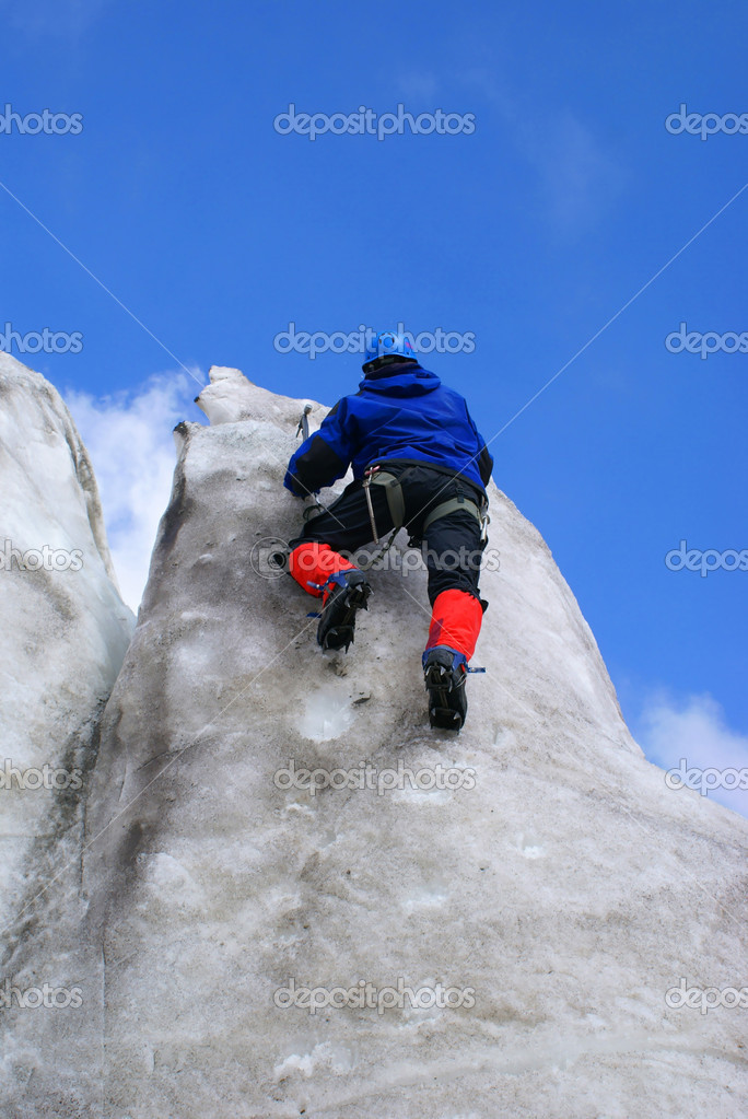 Climbers goes down downward from an ice wall                   — Stock Photo #1188772