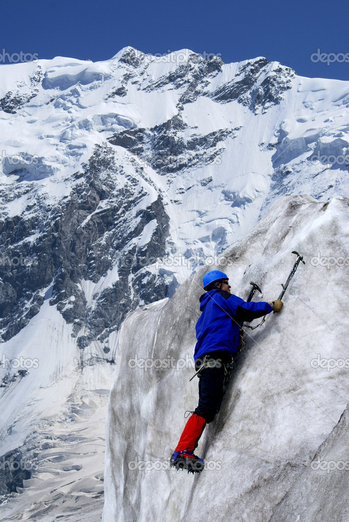 Climbers goes down downward from an ice wall                   — Stock Photo #1188773
