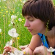Beautiful, young girl and dandelion — Stockfoto #1191732