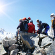 Group of climbers on the top of mountain — Stockfoto