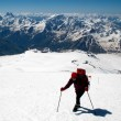 Mountaineer rises uphill — Stock Photo