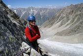 Mountaineer on background mountains — Stock Photo