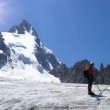 Alpinists on a glacier — Stockfoto
