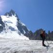 Alpinists on a glacier — Stock Photo