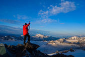 Mountaineer in red jacket — Stock Photo