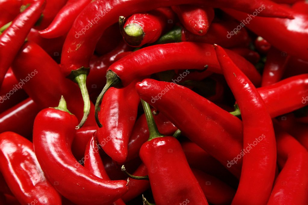 Fresh red peppers at the market — Stock Photo #1104611