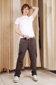 Hombre de tienda de ropa — Foto de Stock