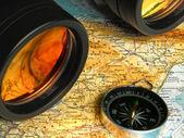 Map compass and binoculars — Stock Photo