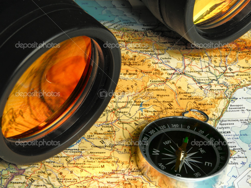 Map compass and binoculars — Stock Photo #1214512
