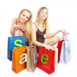 dos muchachas con bolsas - comparación shoppin — Foto de Stock