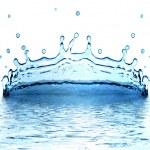 gnistor av blå vatten på en vit ba — Stockfoto
