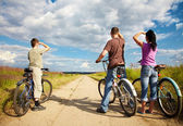 Family on bicycle ride — Foto Stock