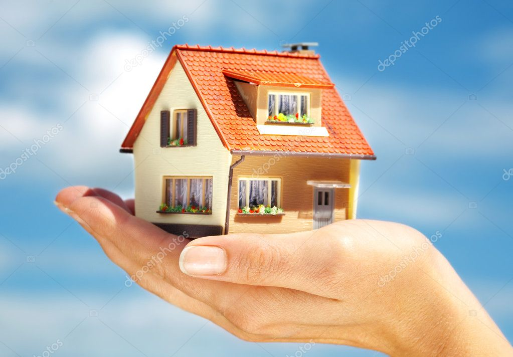 The house in human hands — Stock Photo #1191333