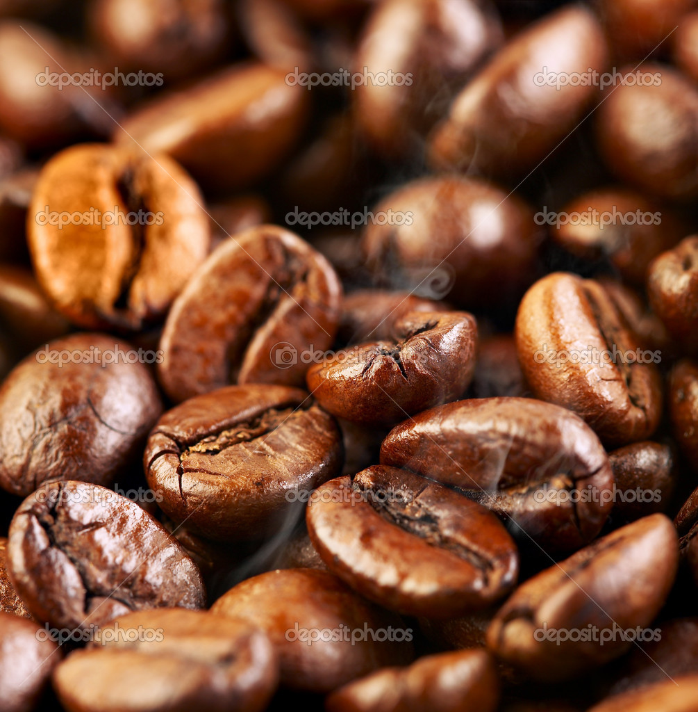 Fragrant fried coffee beans a-smoke...  — Stock Photo #1191882