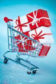 Winkelen kar ahd geschenk — Stockfoto