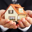 Hand of the businessman with the house — Stockfoto