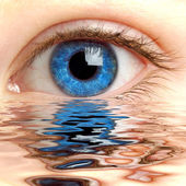 Human eye reflected in a surface of wate — Stock Photo