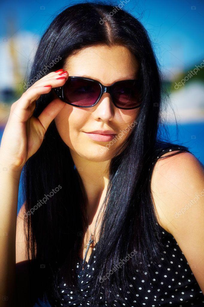 Фото девушек на аву в очках от солнца