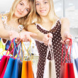 Two girls with bags — Stockfoto