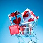 Shopping cart ahd gift — Stock Photo