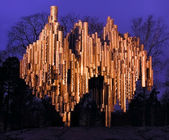 Sibelius-monument at autumn night. — 图库照片