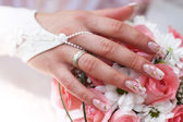 The bride holds a wedding bouquet — Stock Photo