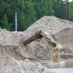 从管道流出的脏水 — 图库照片