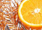 Laranja em enfeites de ano novo — Fotografia Stock