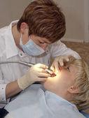En un gabinete del estomatólogo. — Foto de Stock