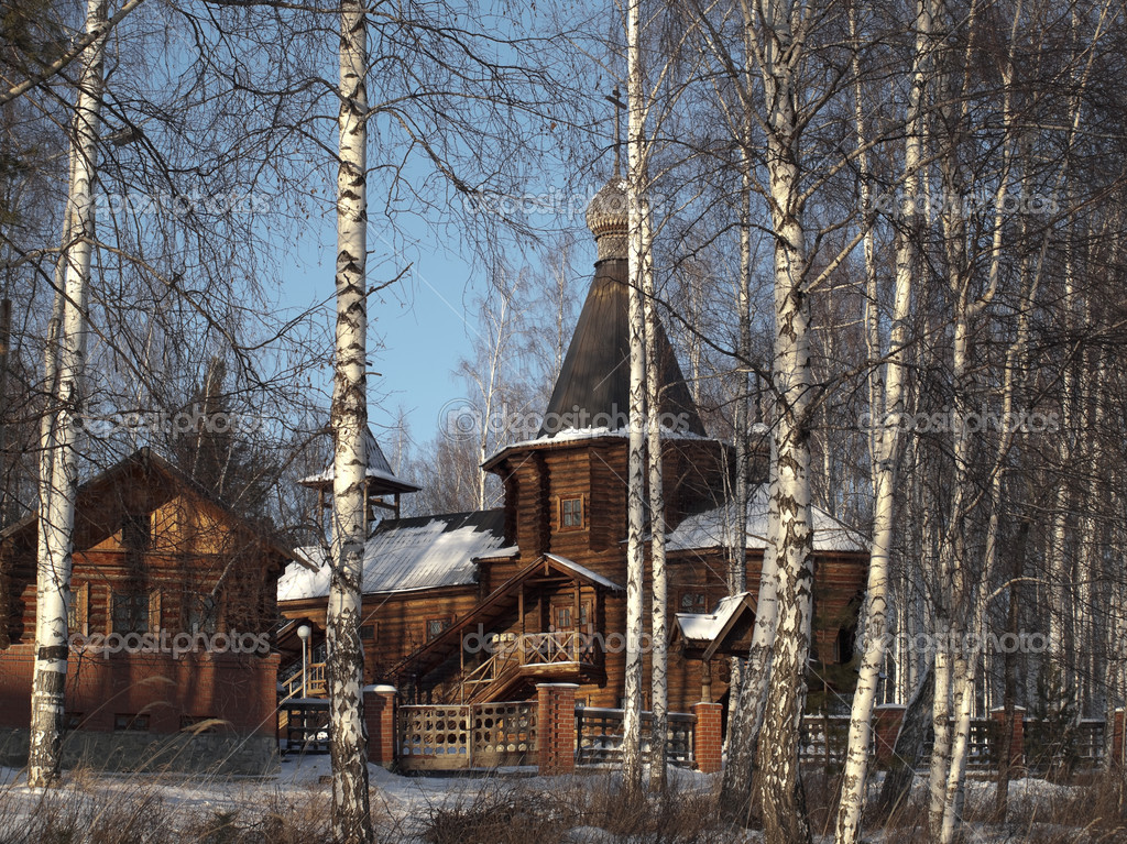 The wooden church located in a birchwood. The city of Novouralsk. Sverdlovsk area. Winter. — Stock Photo #1461428