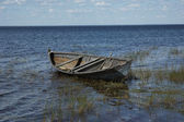 Old wooden boat near the lake bank — Stock Photo