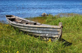 Old wooden boat on the lake bank — Stock Photo