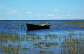 Wooden boat near the lake bank — ストック写真