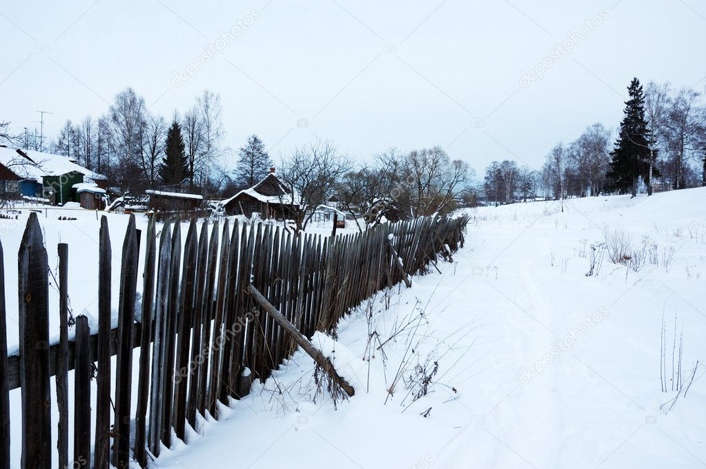Winter landscape with snowy footpath along the wooden fence — Stock Photo #1371103