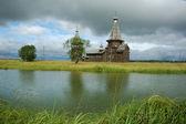 Chiesa di legno paese medievale — Foto Stock