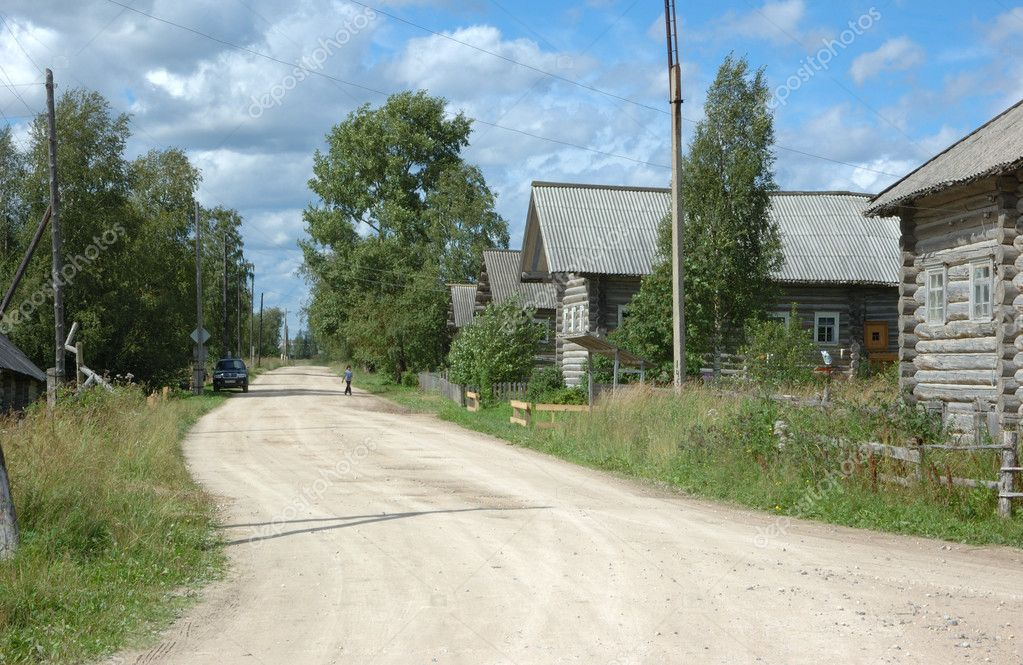 Country road in northern russian village Oshevensk — Stock Photo #1481711