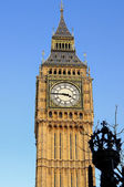 Big Ben - the famous symbol of London — Stock Photo
